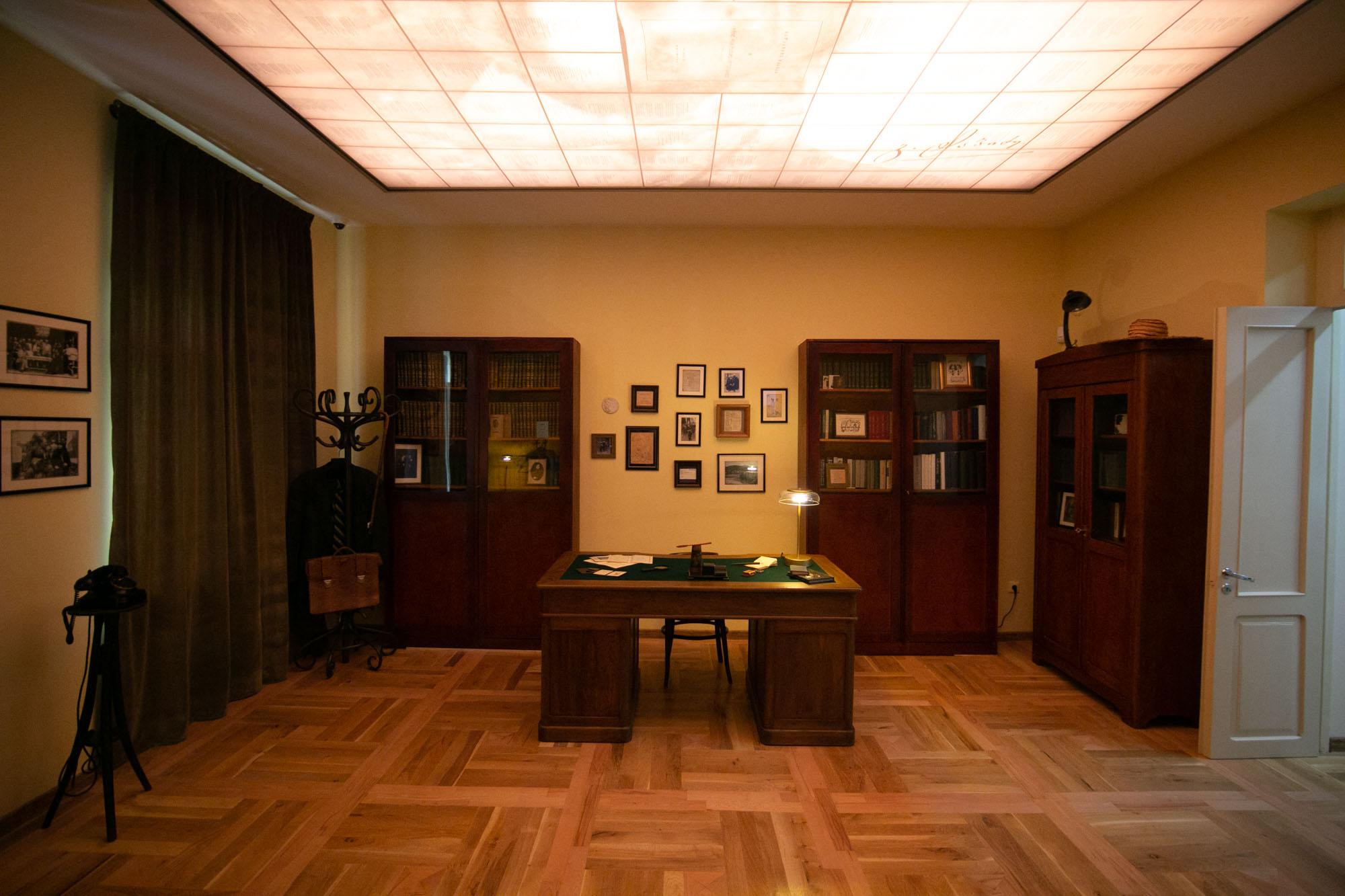 გალაკტიონ ტაბიძის მემორიალური ბინა-მუზეუმი
