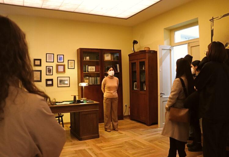 """IMG 9348 750x514 - მერაბ კოსტავას მემორიალურ სახლ-მუზეუმში ღონისძიება: """"საბჭოთა რეჟიმის მსხვერპლი –  ქართველი ხელოვანები"""" გაიმართა"""